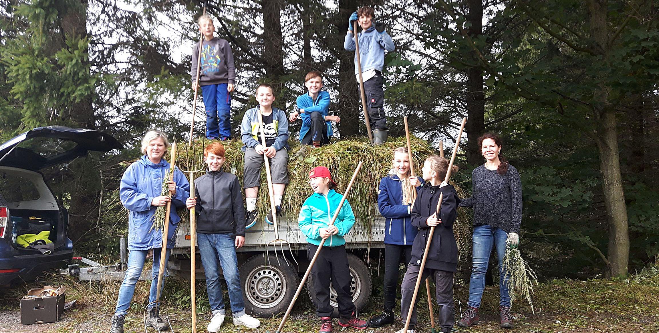 Schülereinsatz für Feuerlilien